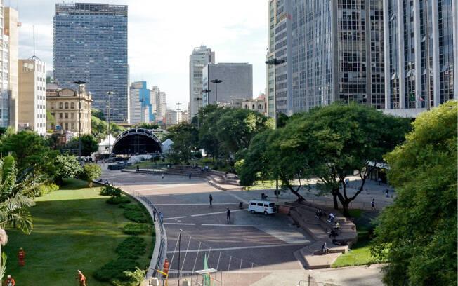 Vale do Anhagabaú, visto do Viaduto do Chá em direção a avenida São João